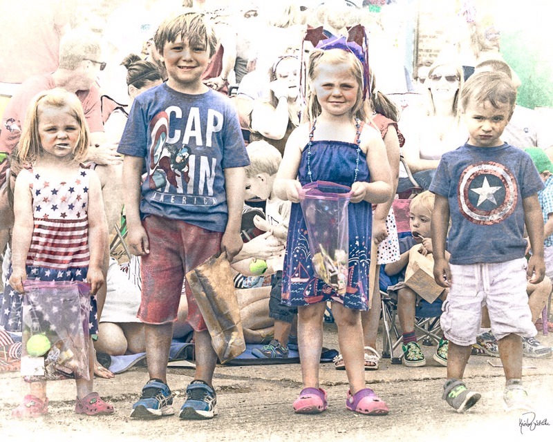 kids at the fourth of july parade